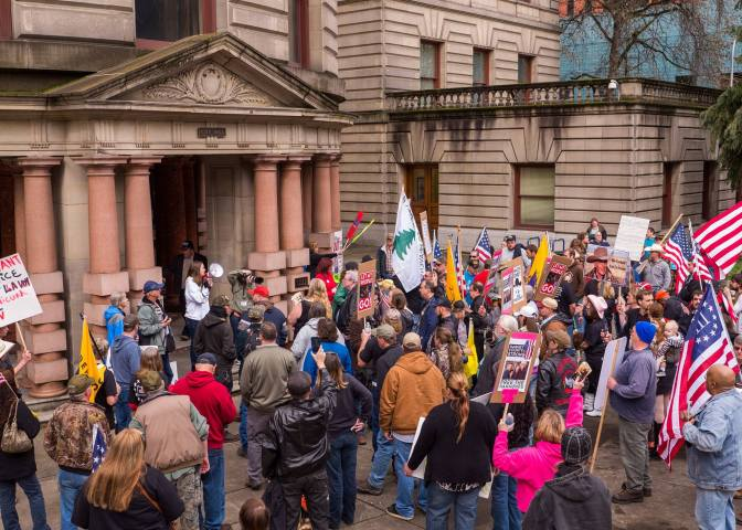 Making LaVoy a Martyr: Militia Movement Rallies in Oregon [Photos]